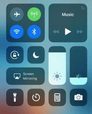 turn off flashlight on iPhone 6, iPhone 7 , iPhone 8, iPhone 8 Plus, iPhone SE
