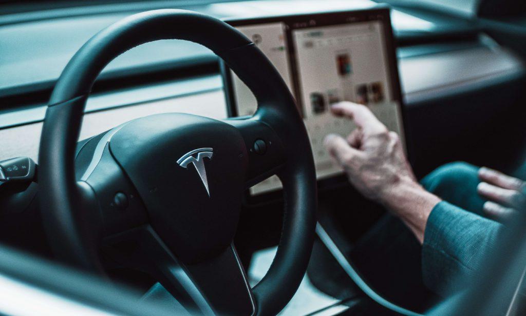 Tesla Mode 3 Auto Pilot